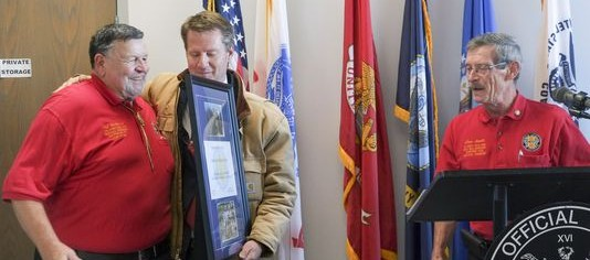 Burchett receives honor from veterans, Photo: Paul Efird/News Sentinel
