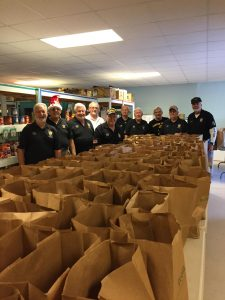 Chapter 1036 lends holiday support for food pantry